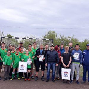 Товарищеский футбольный матч в Лазурном